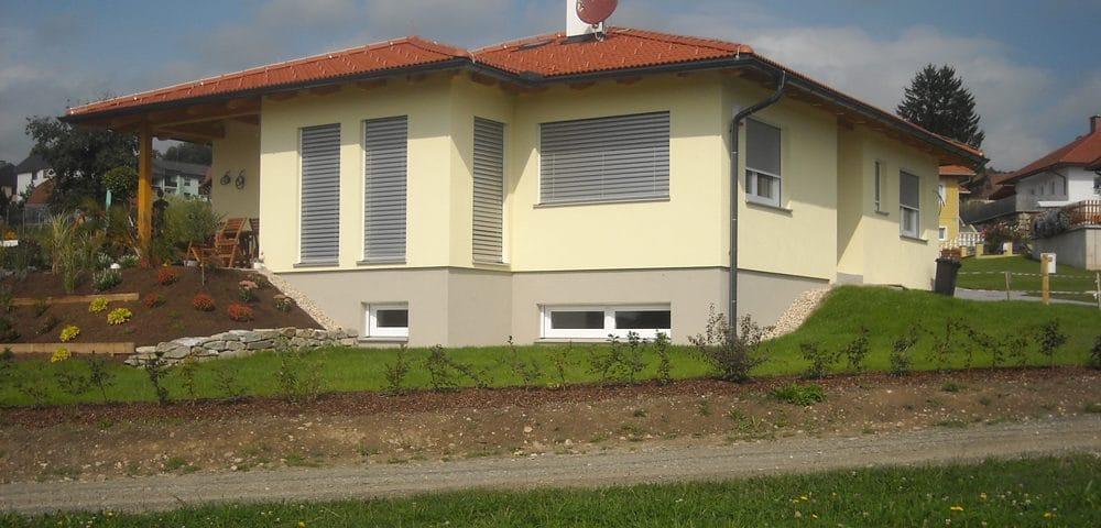 Einfamilienhaus in neuem Garten