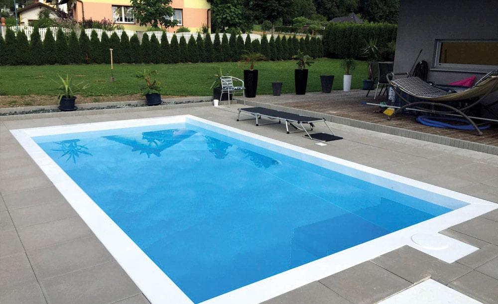 Gestaltung einer Außenanlage mit Swimmingpool