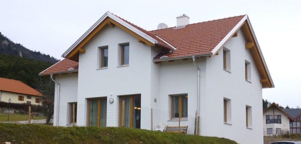 Weißes Einfamilienhaus von der Generalunternehmer-Baufirma Steiermark