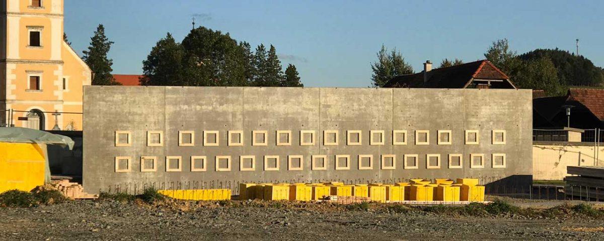 Urnenwand Friedhof Vorau