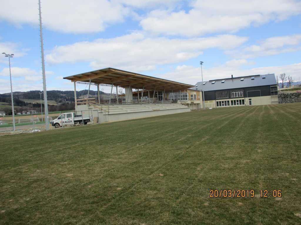 Tribüne des neues Sportzentrums Vorau