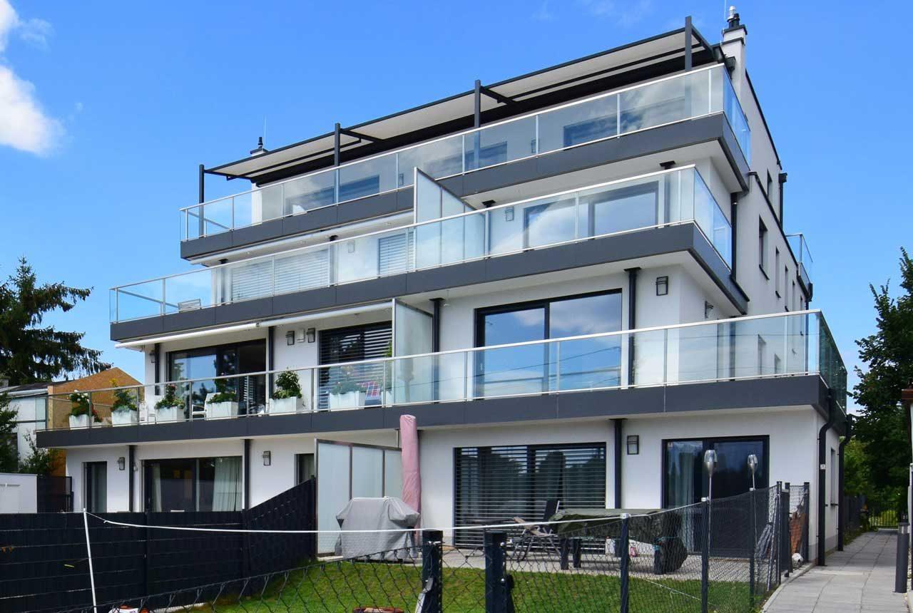 Wohnhaus mit Balkonen und Terrassen An der alten Donau